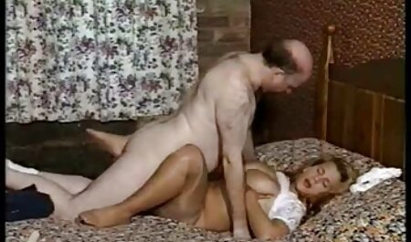 Meisjes gratis tiener sexfilms neuken met twee elegante mannen voor hun plezier.